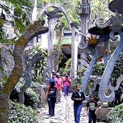 Xilitla walkway guarded by snakes